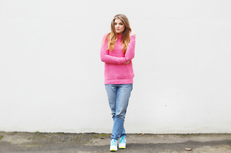 back to basic, roze trui, nike air max, sarenza, mom jeans, fashion is a party, fashion blogger, fashion is a party outfits, nike air max 90