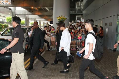 GDragon-arrival-HongKong-20140806 (12)