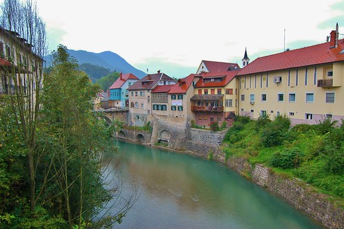buildings river nikon colorful village d70s ducks wideangle slovenia raining stonewalls skofjaloka stevelamb ll16mm
