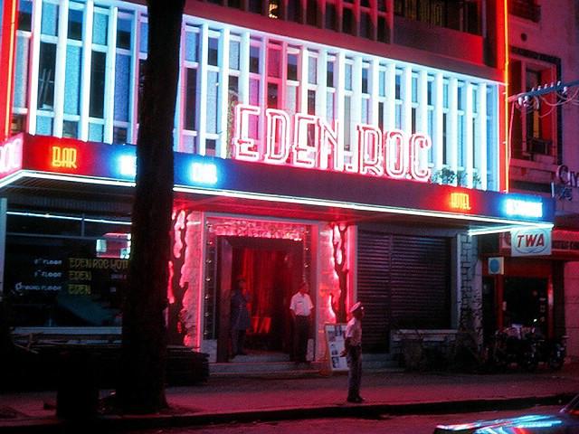 Saigon 1967 - The Eden Roc Hotel & Bar (Đường Tự Do gần góc Hồ Huấn Nghiệp) - Photo by Bill Mullin