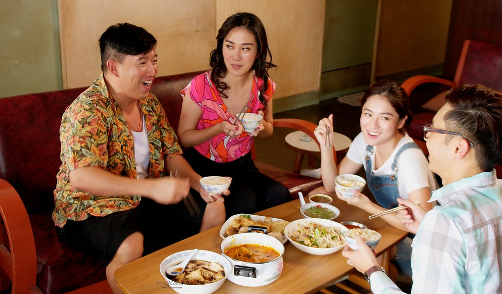 Ah Fatt and family having lunch (Movie Still credits to CloverFilms and Tiffany Yong)