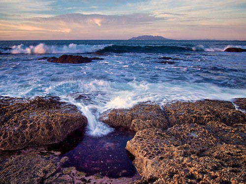 sunset newzealand rock wave pacificocean barnacles splash intertidalzone tidepool rodney greatbarrierisland haurakigulf tawharanui gndfilter littlebarrierisland rockshelf aucklandarea