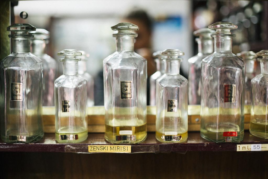"""Ponuda ženskih mirisa u parfimeriji """"Sava"""" u Beogradu"""
