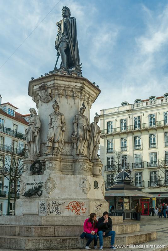 Estatua de Luis de Camoes, en Chiado