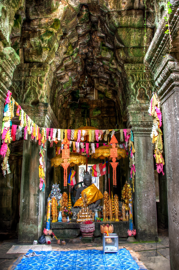 Buddha statue inside Banteay Kdei