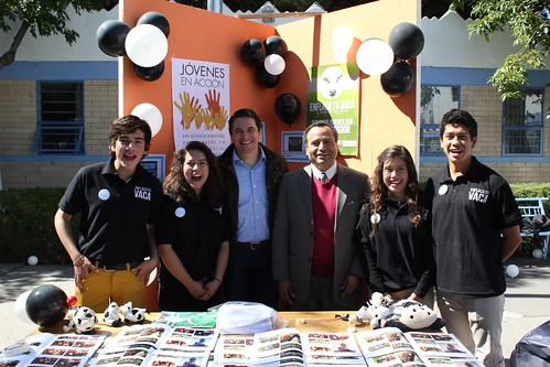 "Conrad Estrada (third from left) with students from ""Jóvenes en Acción"" – Youth in Action. This program provides Mexican high school students the opportunity to experience the United States and develop their leadership skills."