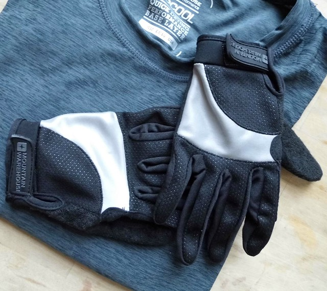 Reflective back of Cycle Gloves