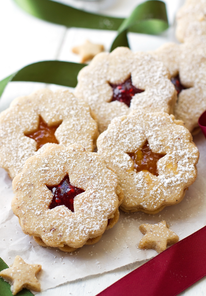 Raspberry Almond Linzer Cookies - Almond shortbread cookies sandwiched ...