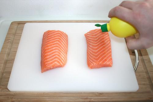 29 - Lachs mit Zitronensaft beträufeln / Sprinkle salmon with lemon juice