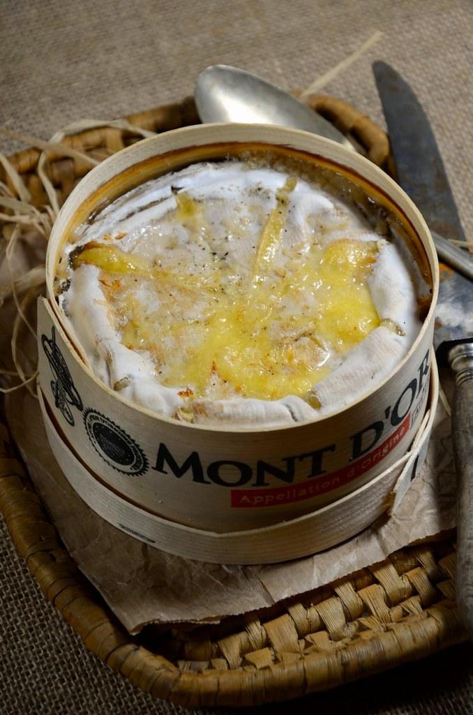 Mont d 39 or au four la bo te chaude recette tangerine zest - Mont d or four ...
