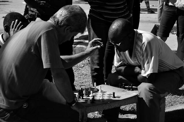 Jugando al Ajedrez en Cuba