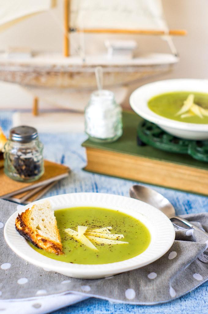 zupa groszkowo-pietruszkowa z lubczykiem