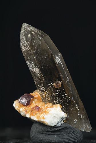 Crystal on Spessartine Ganret