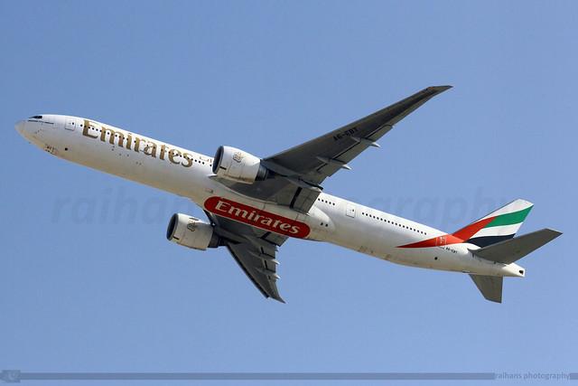 Emirates - Boeing 777-31HER - A6-EBT
