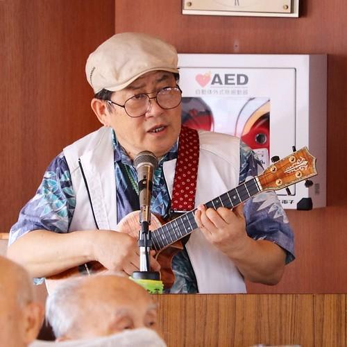 ハワイアン的な。歌上手い。