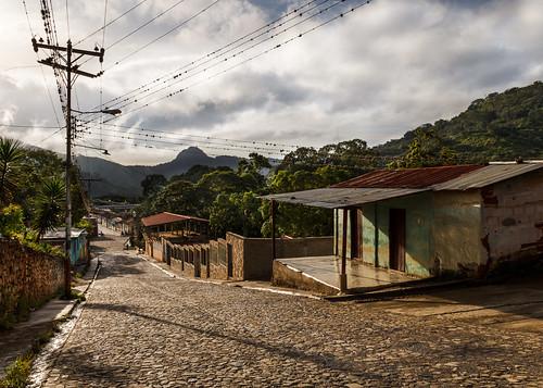 clouds sunrise dawn town casa outdoor venezuela pueblo amanecer ven daybreak breakofday calleempedrada guárico cobbledstonestreet macaira edoguarico 201411 rafaelgonzalezv sanfranciscodemacaira loshurtados