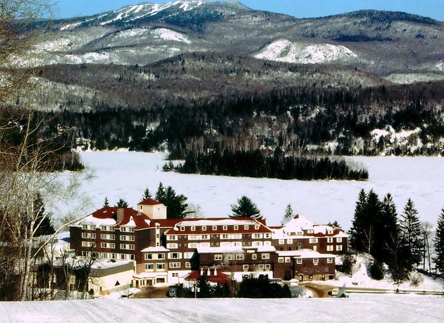 Gray rocks devant le lac ouimet et le mont tremblant 1996 for Lac miroir mont tremblant