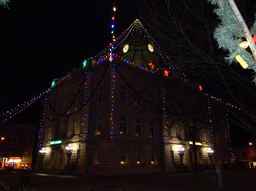 county christmas light bulb iowa led courthouse newton