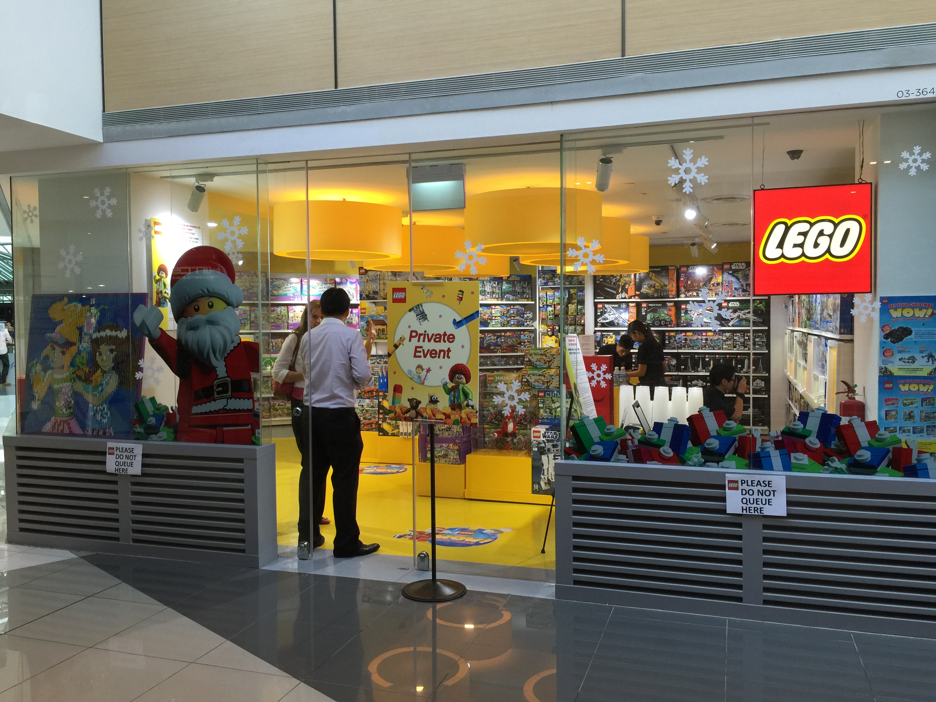 Singapore's First LEGO Certified Store Opens at Suntec ...