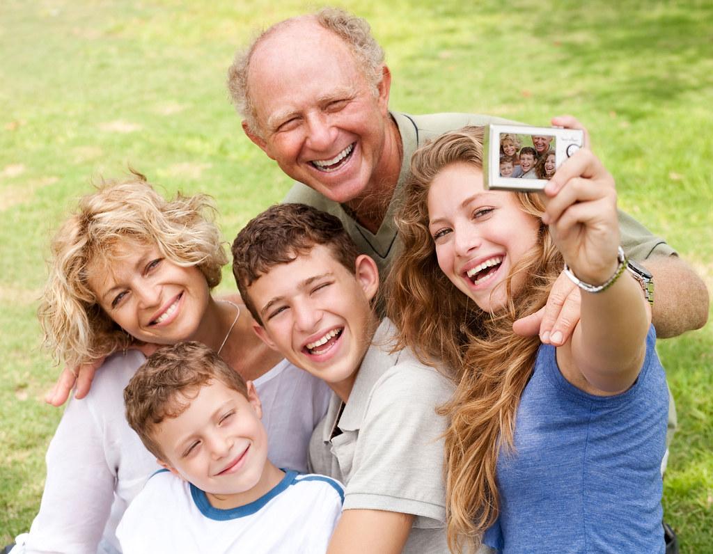 Descargar Fotos Gratis De Familia Feliz En Un Parque En HD
