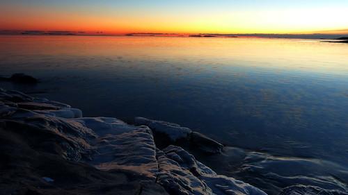 winter sunset sea ice finland geotagged helsinki january balticsea u bluehour helsingfors fin ullanlinna seashore uusimaa 2015 nyland ulrikasborg eteläinenuunisaari södraugnsholmen 201501 20150105 geo:lat=6015167887 geo:lon=2495196107
