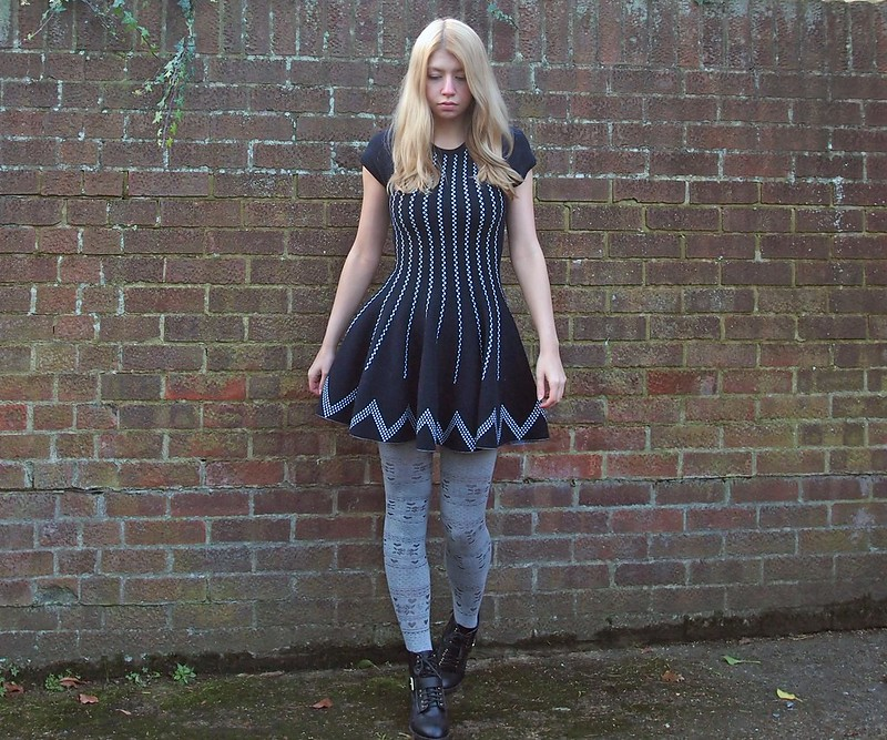 Navy, Fit n Flare, Alpine Knit, Mini, Circle Skirt, Sam Muses, UK Fashion Blog, London Style Blogger, How to Wear, AW14, Styling Inspiration, Outfit Ideas