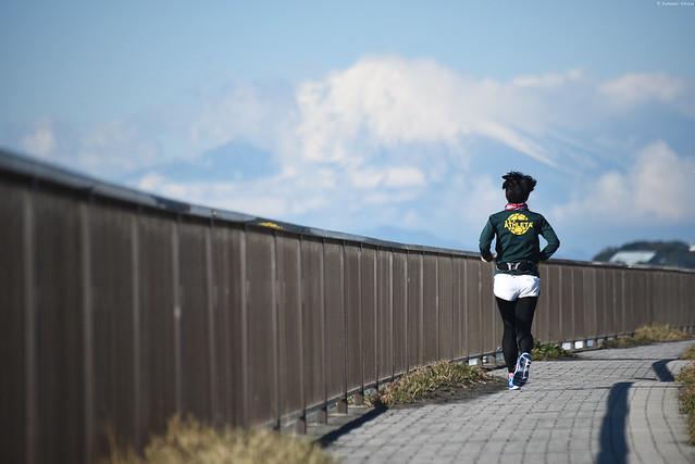 稲村ヶ崎・富士山を見ながら走る | Jogger & Mount Fuji・Inamuragasaki