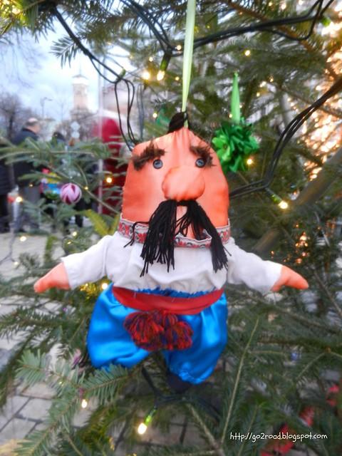 Киев. Новогодние украшения елки