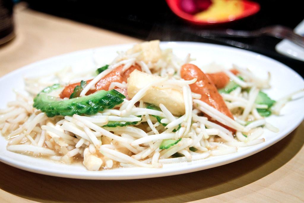 新宿日本餐厅:煎苦瓜,香肠豆芽