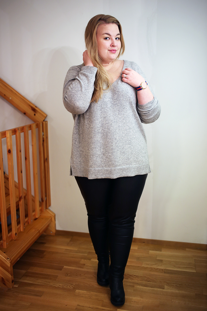 plussizepleatherleggings