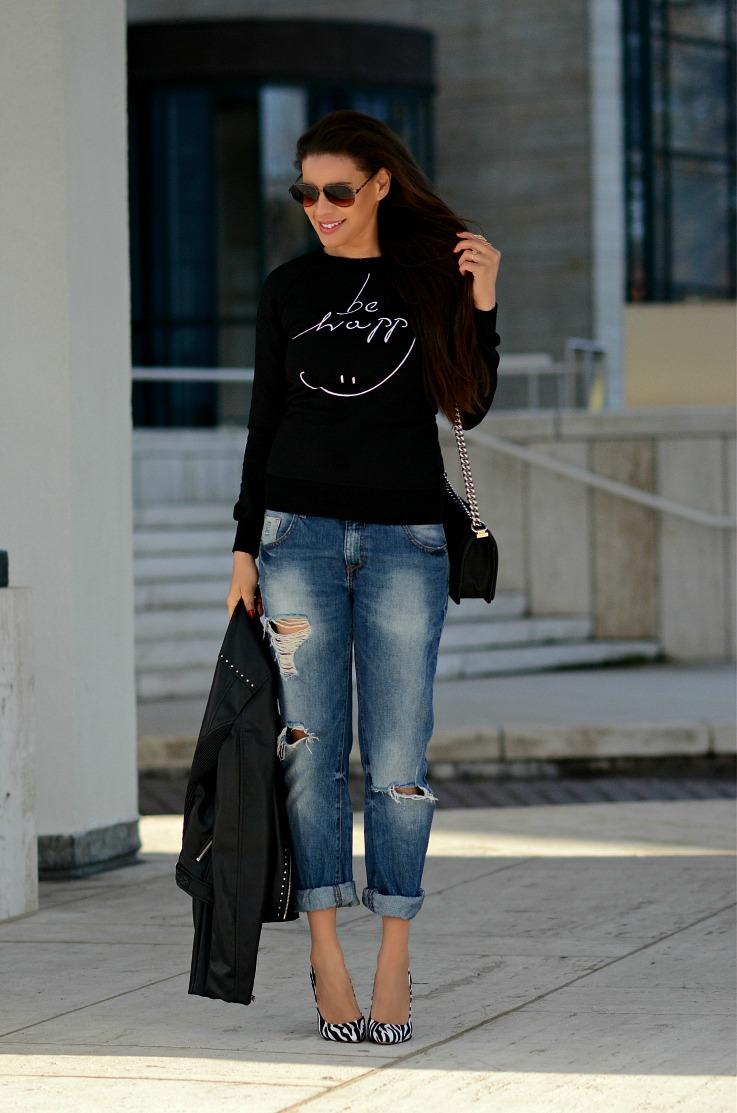 DSC_1706 Tamara Chloé, Boyfriend jeans, Chanel Boybag, Zebra printed heels2