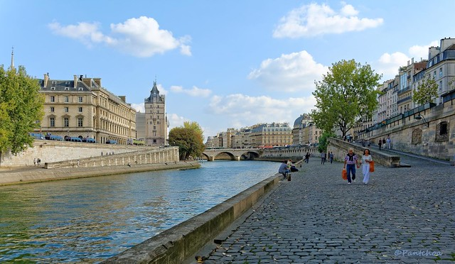 Paris / On the quay of the Grands Augustins