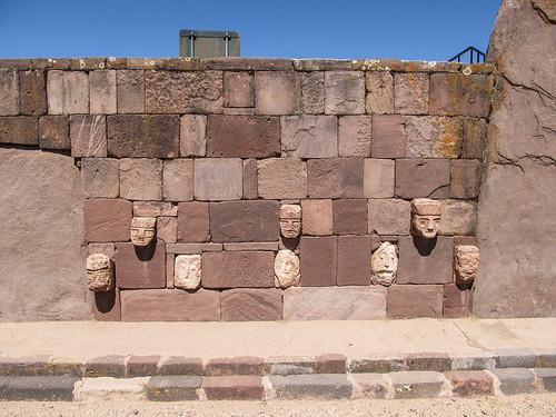 Tiwanaku: le Temple sous-terrain et ses 172 têtes anthropomorphes de roche volcanique