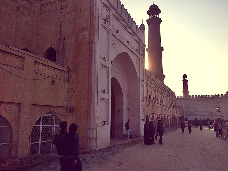 Roshnai Gate