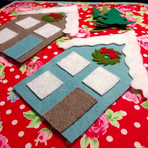 Little felt Christmas houses