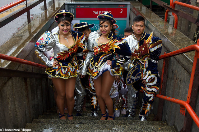 CARNIVAL OF MILAN - PERUVIAN GIRLS & BOYS