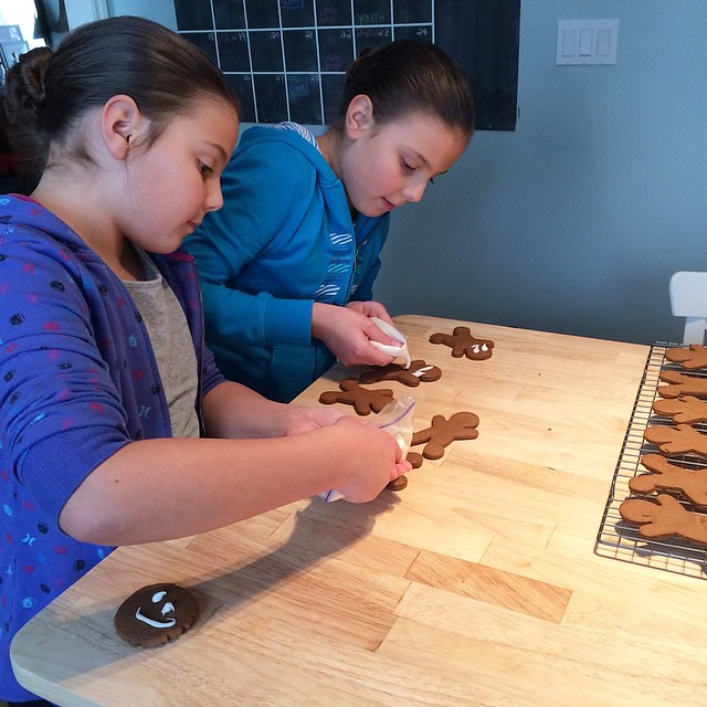 Girlies are icing the gingerbread. #cookies #homemade #homeschooling #gingebreadcookies