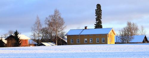 winter rural suomi finland countryside wooden log farm talvi laukaa loghouse farmbuilding hirsi maaseutu maalaistalo valkola finnishcountryside canoneos7d hirsirakennus juhanianttonen ef24105l40isusm