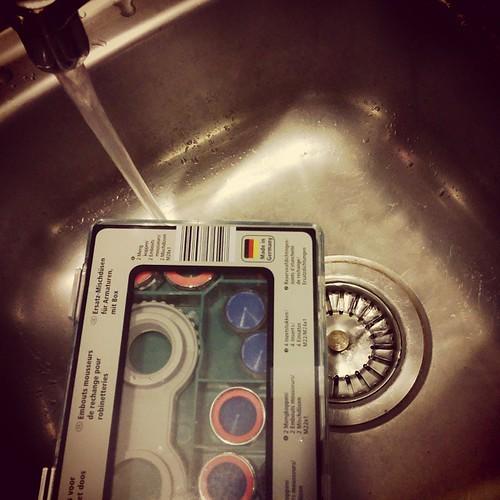 28 moet ge zijn om te ontdekken dat er echt wel meer water uit de kraan moet komen dan ge dacht. Aldi, lifesaver! #handigeHenriëtta