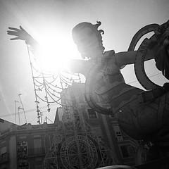 A ver, levanta la manito, manito. #fallas2015 #ninots #moñecos .