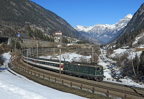 electric train ir switzerland pass loco sbb 420 locomotive loc passenger bahn treno kurve gotthard wassen re44 erstfeld 11161 wattinger