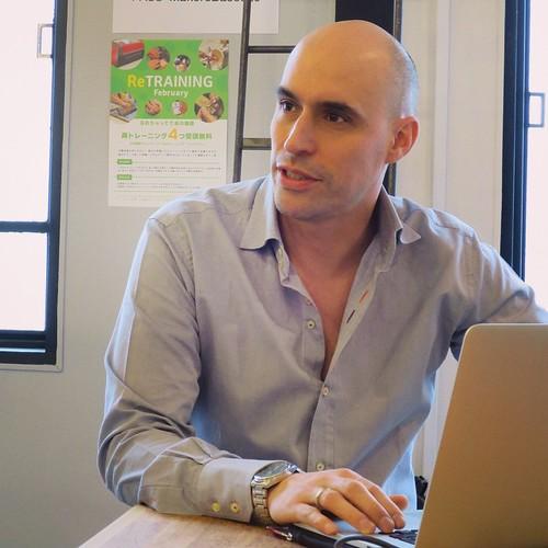 今日は、ジョエル・バウマンさんのレクチャー。教えてる生徒さんの作品をみたり、ジョエルさんの作品をみたり。ソニーとか、テレ朝のCIなど。