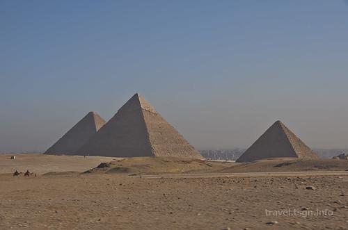 【写真】世界一周 : 三大ピラミッド(遠景)