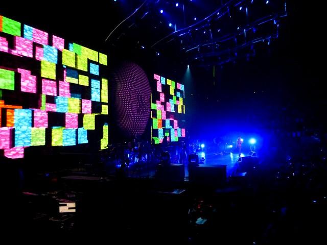 Shakira - The Sun Comes Out World Tour - Bercy, Paris (2010)