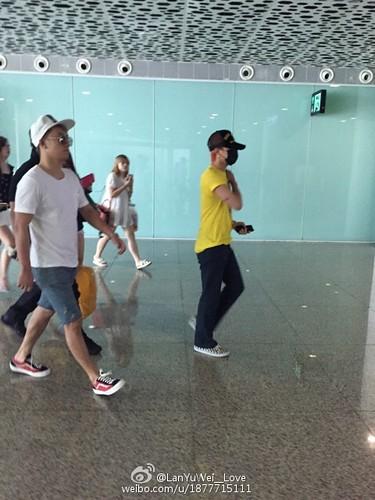 more BIGBANG arrival Shenzhen 2015-08-07 (12)