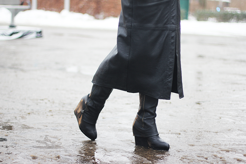 POSE-leather-weather-5