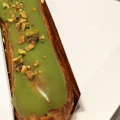 Wouldn't be complete without Maison Kayser's pistachio eclair. Taste of heaven! #maisonkayser #foodporn #foodtrip #foodtreat #pistachioeclair #midtown #mynewyork #manhattan #40thstreet #lunch #withPeterO