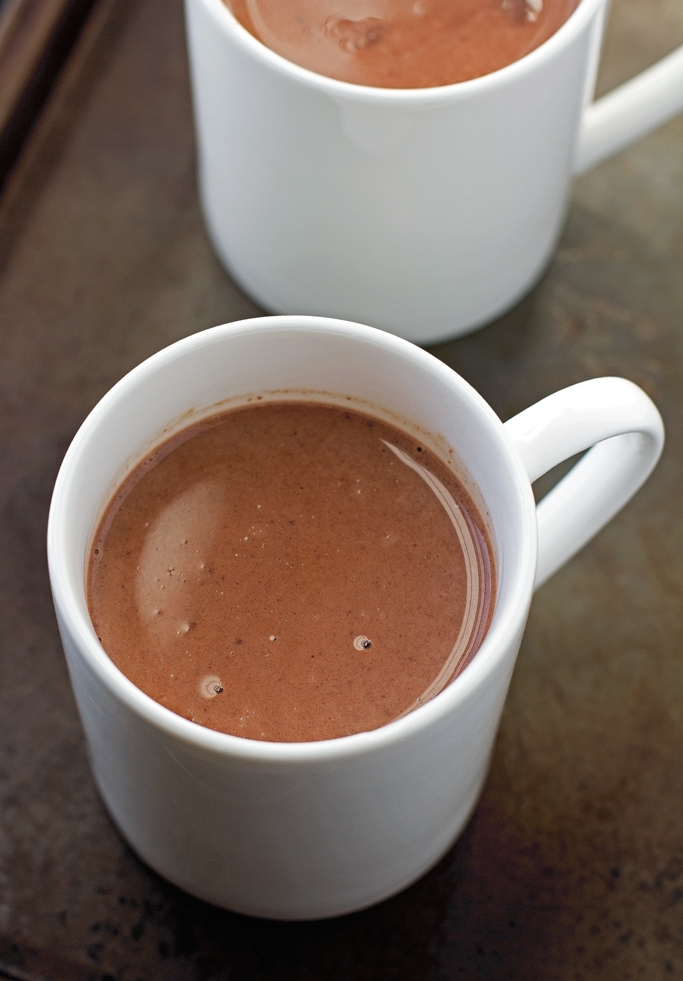 Mexican Hot Chocolate {Slow Cooker} A twist on the traditional Hot Chocolate. Easy to make and it's perfect to serve guests! #hotchocolate #slowcooker #crockpot |Littlespicejar.com