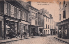 La Ferté-Gaucher (S.-et-M.). Rue de l'Hôtel de-Ville (c.1910) - Photo of Courtacon
