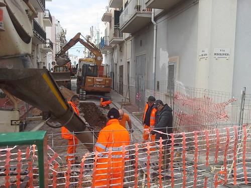 I lavori della fogna bianca avanzano verso piazza Trinità